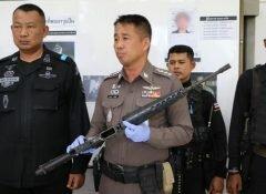 ตำรวจ สภ.ระแงะ ร่วมกับทหารพราน 45 แถลงข่าวยึดอาวุธปืนสงครามโจรใต้